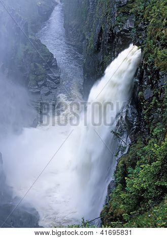 Hallingsa Falls