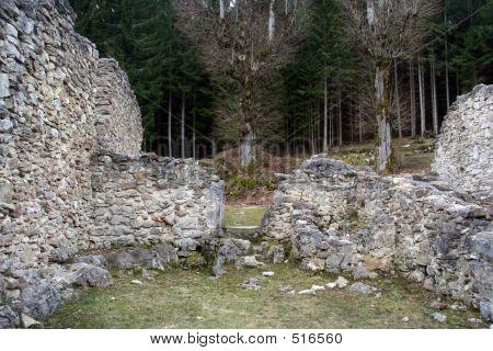 Valchvriere Ruins