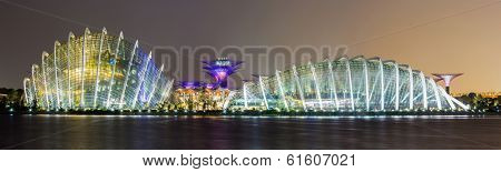 SINGAPORE-FEB 17: A Night view of The Supertree Grove, Cloud Forest and Flower Dome at Gardens by the Bay on Feb 17, 2014 in Singapore.