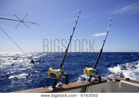 Pescador barco pesca em água salgada