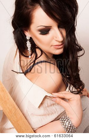 Elegant fashion woman with jewelry and a shirt.