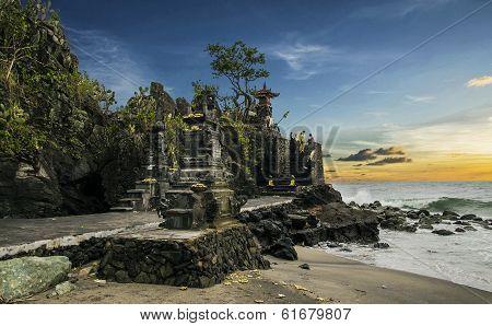 Sunset at Pura Batu Bolong