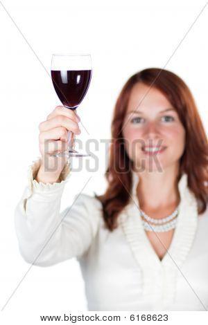 Lächelnde Frau mit Glas Wein. isoliert.