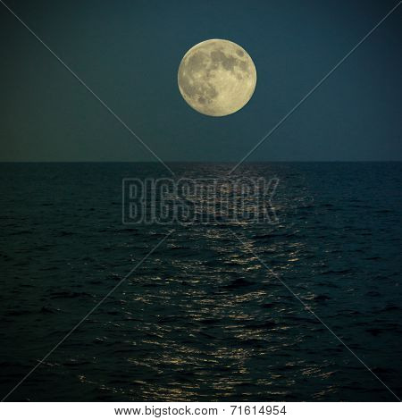 Full Super Moon Under The See