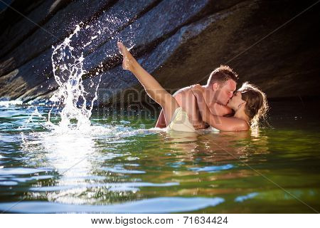 Passionate Kiss with splashes