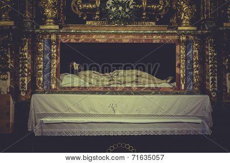 recumbent image of Jesus Christ, worship and religion