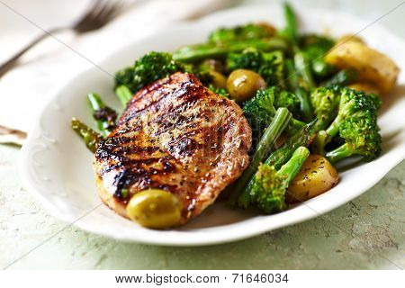 Grilled turkey fillet with stir fry vegetables and olives