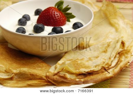 Pancakes with sour cream and fruits