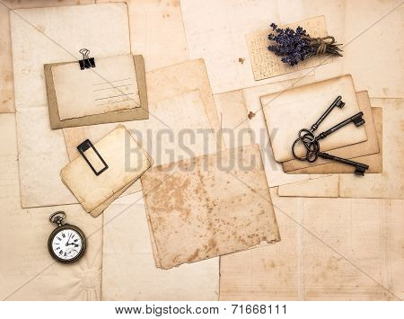 Old Letters And Photos, Vintage Accessories