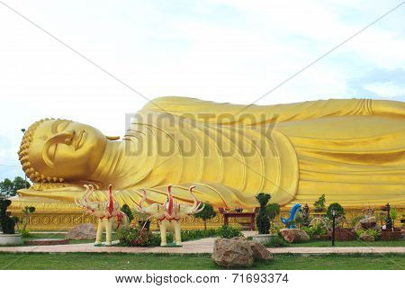 Golden Reclining Buddha, Songkhla, Thailand