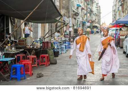 Buddhist nuns in Chinatown