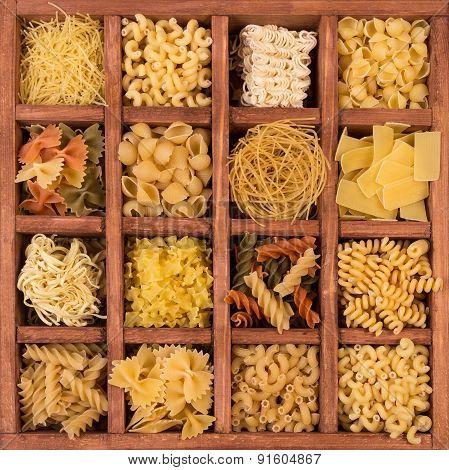 Raw spaghetti and pasta