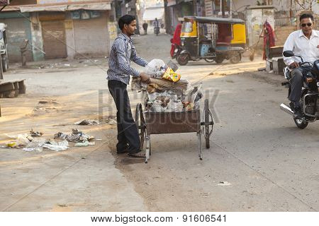 Indian Man Of Fourt Class Cleans The Street