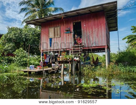 House on stilts in floating market Damnoen Saduak
