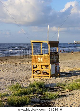 leere Lifeguard Station auf Galveston Beach, tx