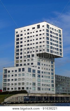 Modern Apartment building Silverline (Almere)
