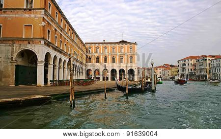 Italy.Walk through the streets and canals of Venice