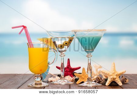 Cocktails juice and starfishes