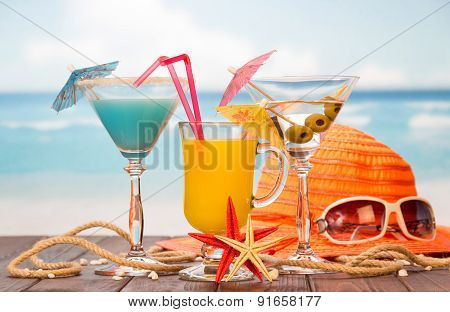 Cocktails, hat and sunglasses