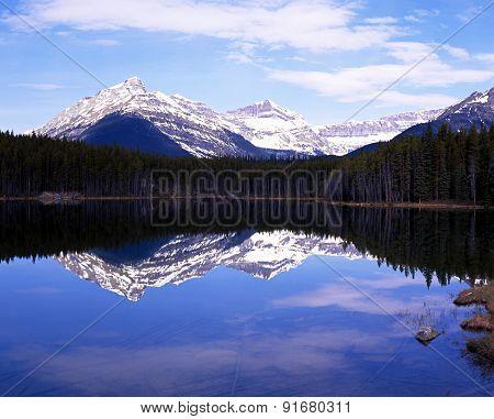 Herbert Lake, Canada.