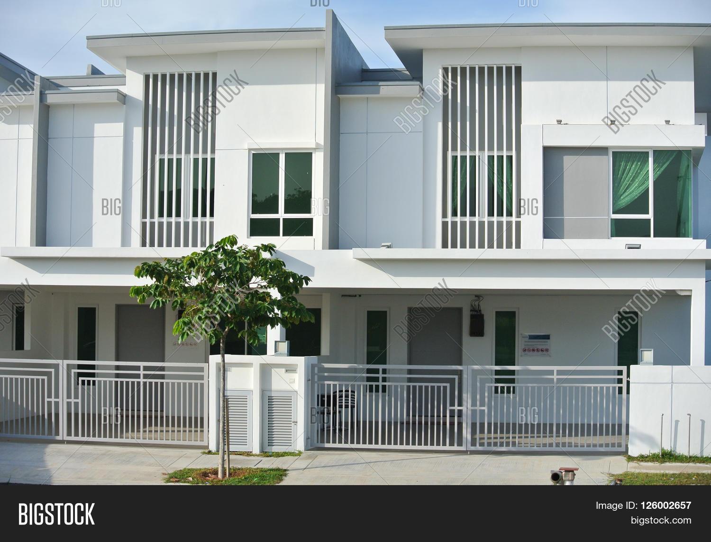 Malaysia house designs modern house for Terraced house exterior design