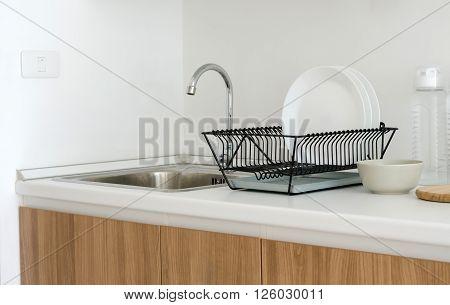 White top counter sink in modern kitchen