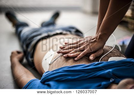 cardiac resuscitation assistance after a fatal accident