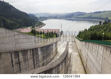 NIEDZICA, POLAND - AUGUST 25: Dam in Niedzica, next to the lake Czorsztynskie on August 25, 2011 in Niedzica.