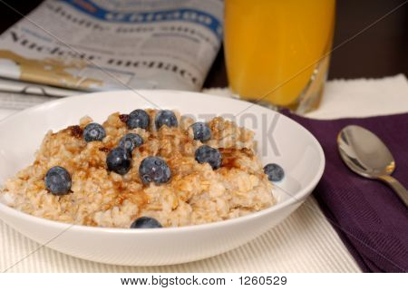Oatmeal With Brown Sugar And Blueberries