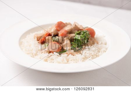 curry chiucken with mushroom sauce and fresh vegetables