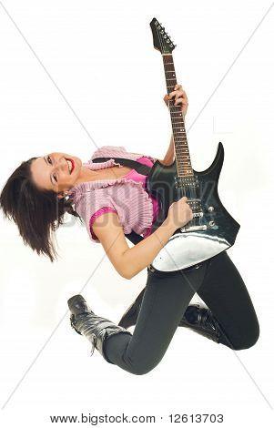 Sorridente jovem mulher tocando guitarra Rock