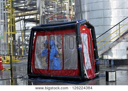 Decontamination  for Hazmat emergency  response  in refinery plant .