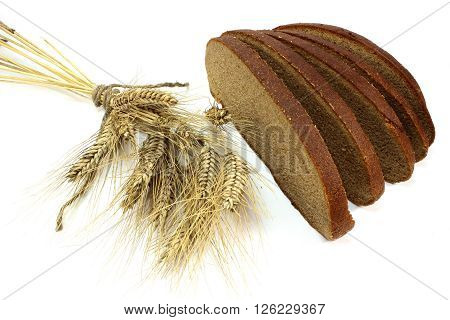 Spikelets and slices of fresh rye bread