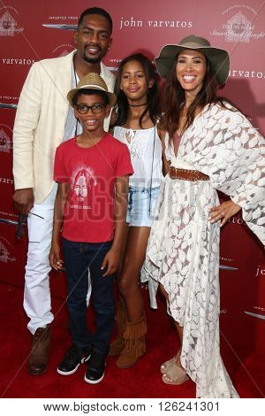 LAS VEGAS - APR 17:  Bill Bellamy, Kristen Bellamy, family at the John Varvatos 13th Annual Stuart House Benefit at the John Varvatos Store on April 17, 2016 in West Hollywood, CA
