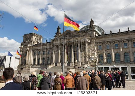 Queue Of People Waiting To Get In The Reichstag Building