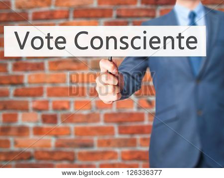 Vote Consciente - Businessman Hand Holding Sign