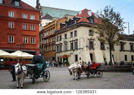 Warsaw Poland - August 28 2008: Warsaw's Castle Square. In front of the square some empty carriages wait for passengers.