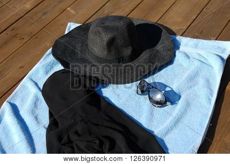 Protection from sunlight and UV light in summer