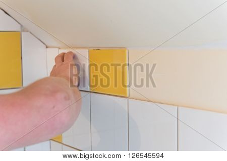 Renovation with tiles in the bathroom