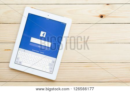 CHIANG MAI,THAILAND - DECEMBER 31,2015:Screen shot of Facebook application showing on Ipad 4. Facebook is most popular social networking site in the world.