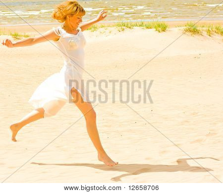 My white dress makes me running!