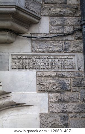 An engraved plaque in Boyds Entry in the city of Edinburgh Scotland. It was on this site in the 18th Century where the Boyds Inn public house once stood and where Dr. Samuel Johnson first arrived in the city.