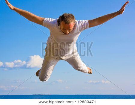 Hombre cae desde el cielo