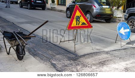 Warning signs for work in progress on road under construction.