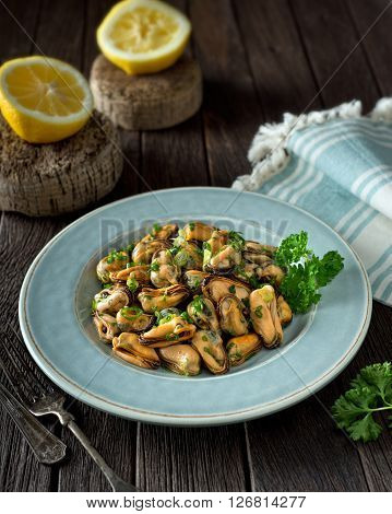 A delicious blue mussel salad with green onion and parsley.