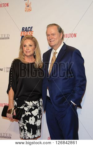 LAS VEGAS - APR 15:  Kathy Hilton, Rick Hilton at the  23rd Annual Race To Erase MS Gala at the Beverly Hilton Hotel on April 15, 2016 in Beverly Hills, CA