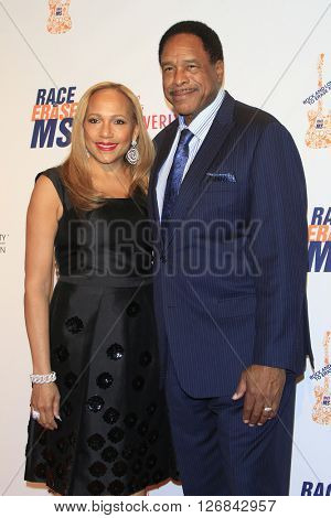 LAS VEGAS - APR 15:  Tonya Turner, Dave Winfield at the  23rd Annual Race To Erase MS Gala at the Beverly Hilton Hotel on April 15, 2016 in Beverly Hills, CA