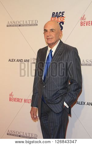 LAS VEGAS - APR 15:  Robert Shapiro at the  23rd Annual Race To Erase MS Gala at the Beverly Hilton Hotel on April 15, 2016 in Beverly Hills, CA