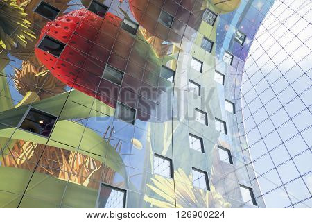 NETHERLANDS - ROTTERDAM - MEDIO APRIL 2016: Interior view of the new and colored modern market place building Market Hall located in Rotterdam.