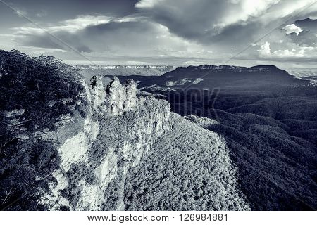 Famous Three Sisters Rock Formation In Blue Mountains Of Nsw, Australia